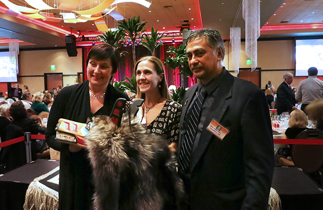 2013 Raising Hands event gallery image on Tulalip Cares website